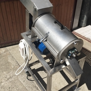 Протирочная машина для фруктов,  овощей и ягод 1-2 т/час