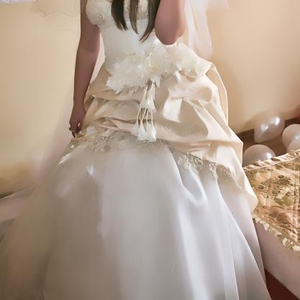 Продам весильну сукню